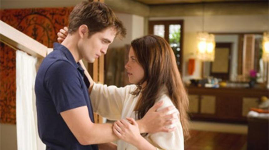 Box-office nord-américain : The Twilight Saga: Breaking Dawn - Part 1 dépasse de loin Happy Feet Two