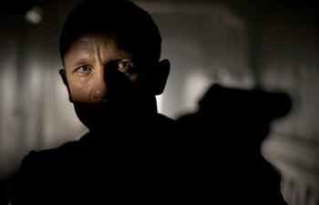 James Bond dévoile en personne le titre de son prochain film
