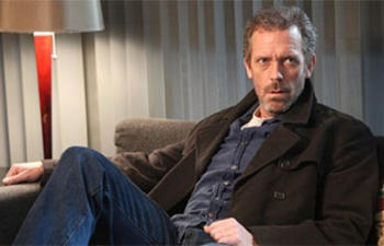 Hugh Laurie pourrait être le vilain de Robocop