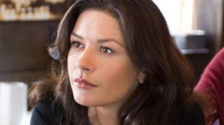 Catherine Zeta-Jones plonge dans le milieu de la drogue dans The Godmother